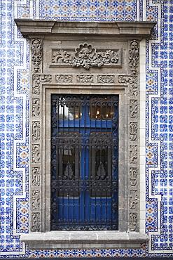 Window, Casa de los Azulejos (House of Tiles), originally a palace, Sanborn's department store, Mexico City, Mexico, North America