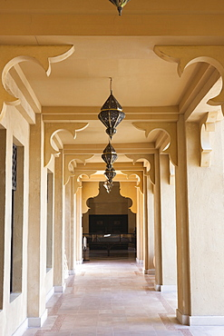 Elegant Moorish architecture, the Madinat Jumeirah Hotel, Jumeirah Beach, Dubai, United Arab Emirates, Middle East