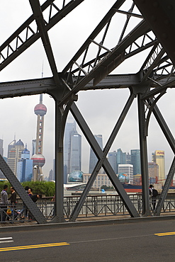 Waibaidu Bridge, formerly the Garden Bridge, the only steel bridge of its type in China, spanning Suzhou Creek at its confluence with the Huangpu River, Shanghai, China, Asia