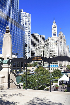 Chicago Riverwalk on West Wacker Drive with Trump Tower and Wrigley Building, Chicago, Illinois, United States of America, North America