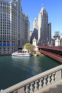 Chicago River and DuSable Bridge with Wrigley Building and Tribune Tower, Chicago, Illinois, United States of America, North America
