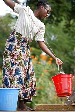 Woman getting water from a cistern, Popenguine, Thies, Senegal, West Africa, Africa