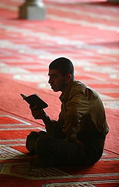 Koran reading at Al Azhar mosque, Cairo, Egypt, North Africa, Africa