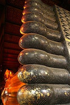 Reclining Buddha in Wat Po temple, Bangkok, Thailand, Southeast Asia