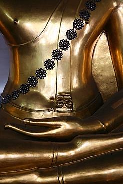 Golden Buddha at Wat Po, Bangkok, Thailand, Southeast Asia