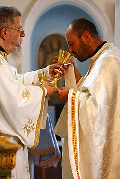 Sunday Mass celebrated by Bishop Elias Chacour giving the Eucharist, Haifa Melkite Cathedral, Haifa, Israel, Middle East