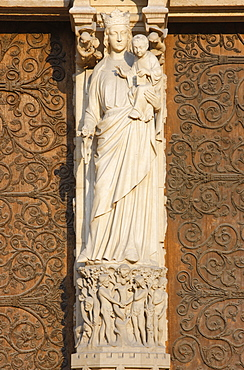Virgin and Child, Virgin's Gate, west front, Notre Dame Cathedral, UNESCO World Heritage Site, Paris, France, Europe