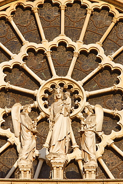 Virgin and Child and angels west front, Notre Dame Cathedral, UNESCO World Heritage Site, Paris, France, Europe