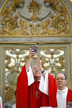 Eucharist celebration in Pontigny Abbey church, Pontigny, Yonne, France, Europe