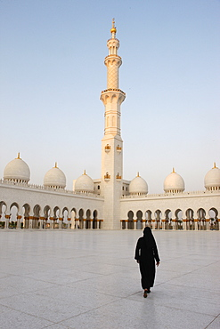 Sheikh Zayed Grand Mosque, the biggest mosque in the U.A.E. and one of the ten largest mosques in the world, Abu Dhabi, United Arab Emirates, Middle East