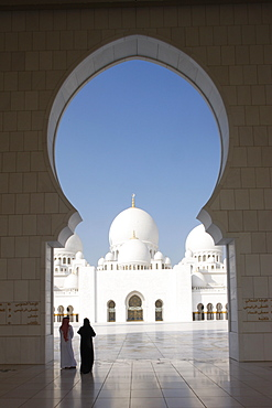 Sheikh Zayed Grand Mosque, the biggest mosque in the U.A.E. and one of the 10 largest mosques in the world, Abu Dhabi, United Arab Emirates, Middle East
