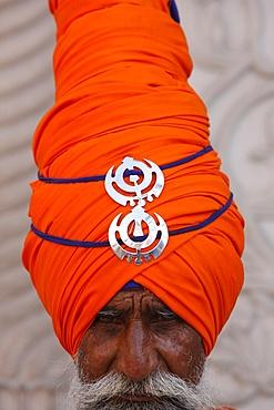 Sikh warrior in Gurdwara Sisganj, Old Delhi, India, Asia