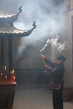 Worshipper, Kun Iam Temple, Macau, China, Asia