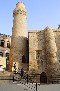 Mohammed mosque and minaret in Baku's old city, UNESCO World Heritage Site, Baku, Azerbaijan, Central Asia, Asia