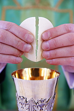 Celebration of the Eucharist, Catholic Mass, Villemomble, Seine-Saint-Denis, France, Europe