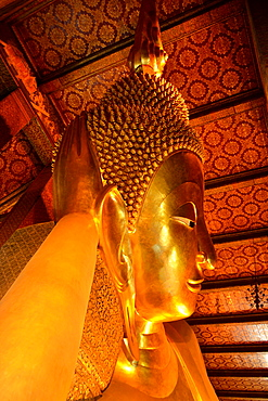 Detail of Reclining Buddha in Wat Pho (Wat Po) (Wat Phra Chetuphon), Bangkok, Thailand, Southeast Asia, Asia
