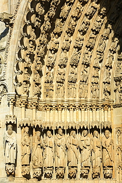 Statues of apostles and prophets in the splay and the left sidewall of the central portal, Amiens Cathedral, UNESCO World Heritage Site, Picardy, France, Europe