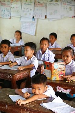 Schoolchildren in classroom, elementary school, Vang Vieng, Vientiane Province, Laos, Indochina, Southeast Asia, Asia