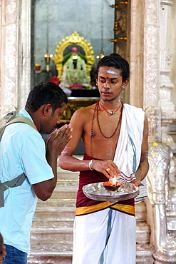 Hindu Brahmin priest, Sri Veeramakaliamman Hindu Temple, Singapore, Southeast Asia, Asia