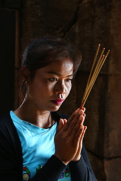 Khmer woman praying in a temple, Cambodia, Indochina, Southeast Asia, Asia