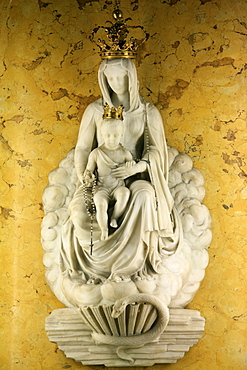 Statue of Virgin and Child, Milan, Lombardy, Italy, Europe