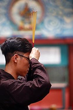 Mariamman Hindu Temple, worshipper praying with incense sticks, Ho Chi Minh City, Vietnam, Indochina, Southeast Asia, Asia