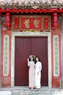 Vietnamese women wearing Ao Dai, Hoi An, Vietnam, Indochina, Southeast Asia, Asia