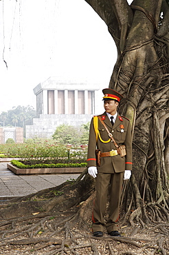 Soldier standin in front of Ho Chi Minh's tomb, Hanoi, Vietnam, Indochina, Southeast Asia, Asia