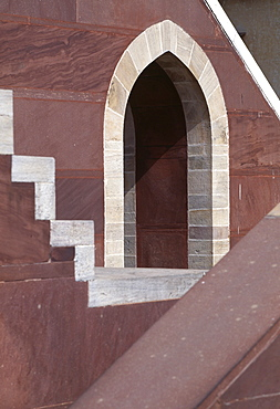 Red sandstone and marble arch, part of the small equatorial sundial, The Observatory, Jaipur, Rajasthan, India, Asia