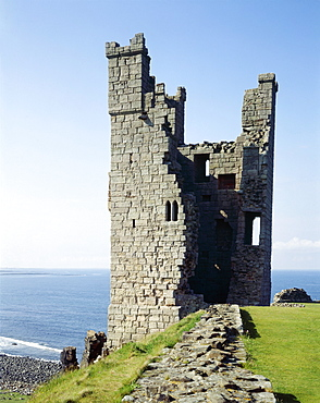 View of the Lilburn Tower from the south, Dunstanburgh Castle, Northumberland, England, United Kingdom, Europe