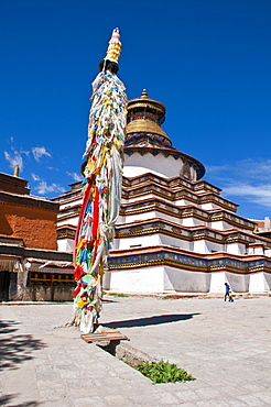 Magnificent tiered Kumbum, literally one hundred thousand images, of the Palcho Monastery, the largest chorten in Tibet, Gyantse, Tibet, China, Asia