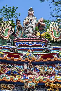 Colourful ornamented roof, Guandu Temple, Guandu, Taipeh, Taiwan, Asia