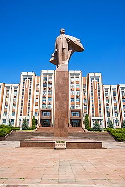 Transnistria Parliament building in Tiraspol with a statue of Vladimir Lenin in front, Transnistria, Moldova, Europe