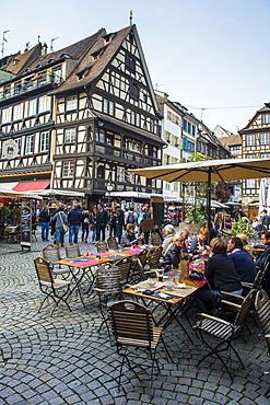 Street cafe on Rue du Maroquin, Strasbourg, Alsace, France, Europe