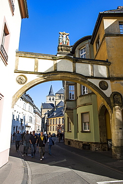 Street leading to the Church of Our Lady (Liebfrauenkirche), UNESCO World Heritage Site, Trier, Moselle Valley, Rhineland-Palatinate, Germany, Europe