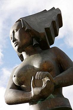 UK, England, Northumberland, Newcastle-upon-Tyne, Sandgate, Quayside, Mermaid bronze sculpture