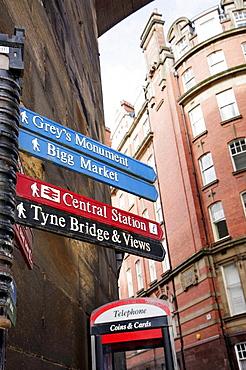 UK, England, Northumberland, Newcastle-upon-Tyne, Quayside, Queen Street, Sign