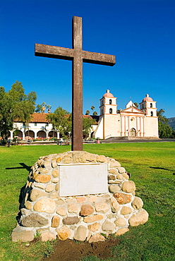 Church (1820) of Santa Barbara Franciscan Mission (aka Queen of the Missions for its graceful beauty, Founded in 1786, destroyed by earthquake in 1925 and restored in 1927 and 1953), El Camino Real - The King's Highway, Santa Barbara, California, USA
