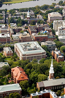 Harvard University aerial view, View over Harvard Yard and Widener Library to Lowell House and Charles River, Memorial Church bottom center, Cambridge, Usa