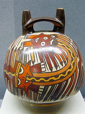 Vasija ofrenda enterramientos de la cultura Wari, Zona Central de Peru (600 dC - 1100 d.C), Museo de la Nacion, Lima, Peru.