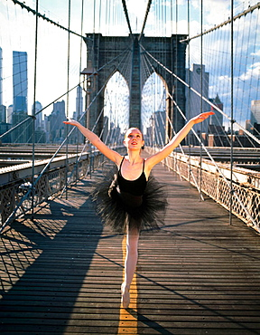 Ballet dancer at Brooklyn bridge, New York City, USA