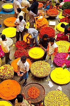 India, Bengaluru (Bangalore), City Market, Flowers necklace sellers