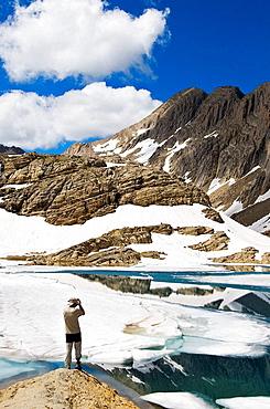 Ibon helado de Marbore, Parque Nacional de Ordesa y Monte Perdido, Pirineo Aragones, Huesca, Espana