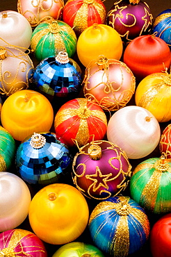 Assorted colored spherical shaped Christmas Tree Ornaments