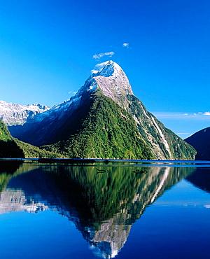 Milford Sound fiord, Fiordland National Park, South Island, New Zealand