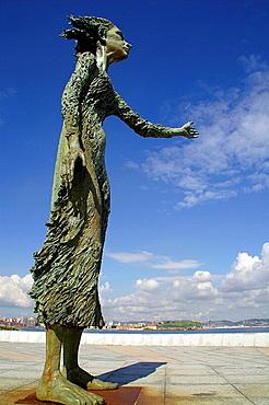 La Madre del Emigrante, sculpture by Ramon Muriedas, Rinconin park, Gijon, Asturias, Spain.