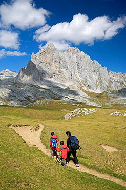 Family practice mountaineering in the andara massif, of walking in the Picos de Europa, the background, the top to the bottom Pena Vieja y Pena Olvidada Cantabria, Spain, Europe