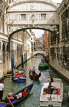 The historic Bridge of Sighs (Ponte dei Sospiri)  in Venice, The bridge connects the Palazzo Ducale with the prison area and was so named after prisoners caught their last glimpse of Venice and sighed,  2005, Venice, Italy
