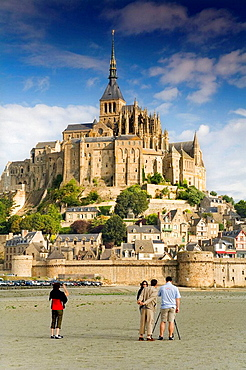 St Michaels Mount and tourists, Manche Department, Basse-Normandie region, Normandy, France, Europe