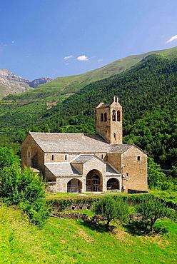 Iglesia de Linas de Broto.Pirineos.Huesca province.Aragon.Spain